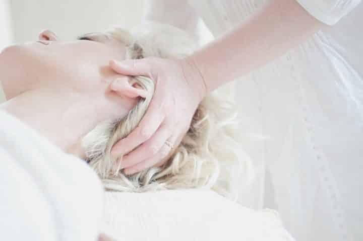 Table de massage pliante: l'outil idéal du masseur