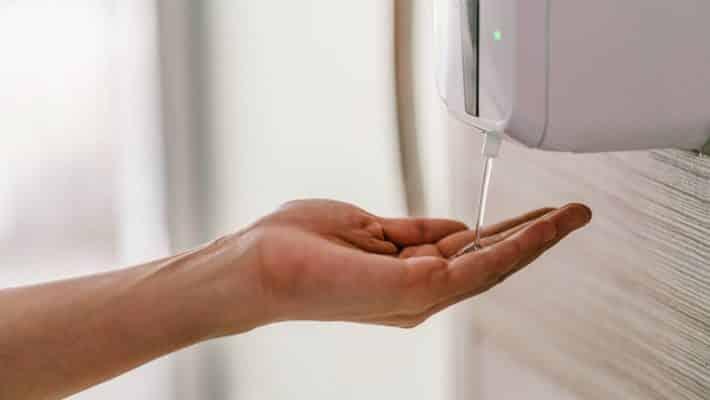 Comment faciliter l'accès au gel hydroalcoolique pour ses clients ?